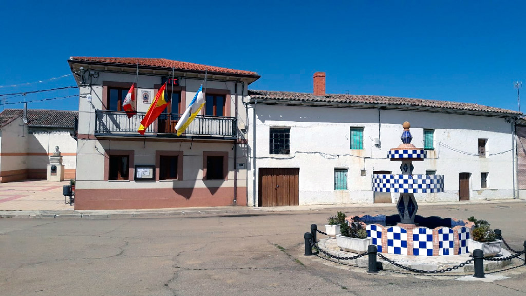 Villaherreros coloca banderas a media asta en el Ayuntamiento por los fallecidos con Coronavirus