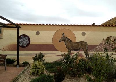 Detalle del mural elaborado por Joaquinvila. / Foto: www.villaherreros.es