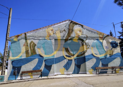 Mural elaborado por Zësar Bahamonte. / Foto: www.villaherreros.es