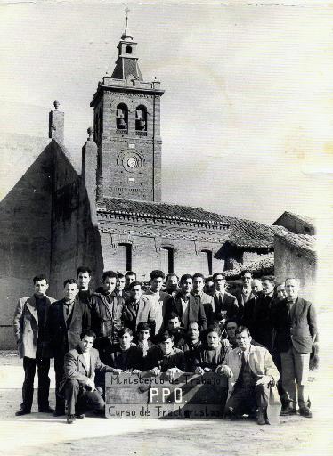 Un grupo de hombres de Villaherreros participaron en un Curso de Tractoristas del Ministerio de Trabajo. / Foto cedida por: Jesús González