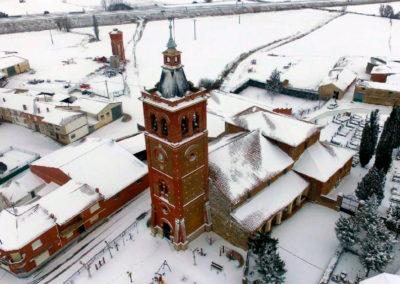 La iglesia parroquial de San Román tras una nevada. / Foto: Daniel Díez