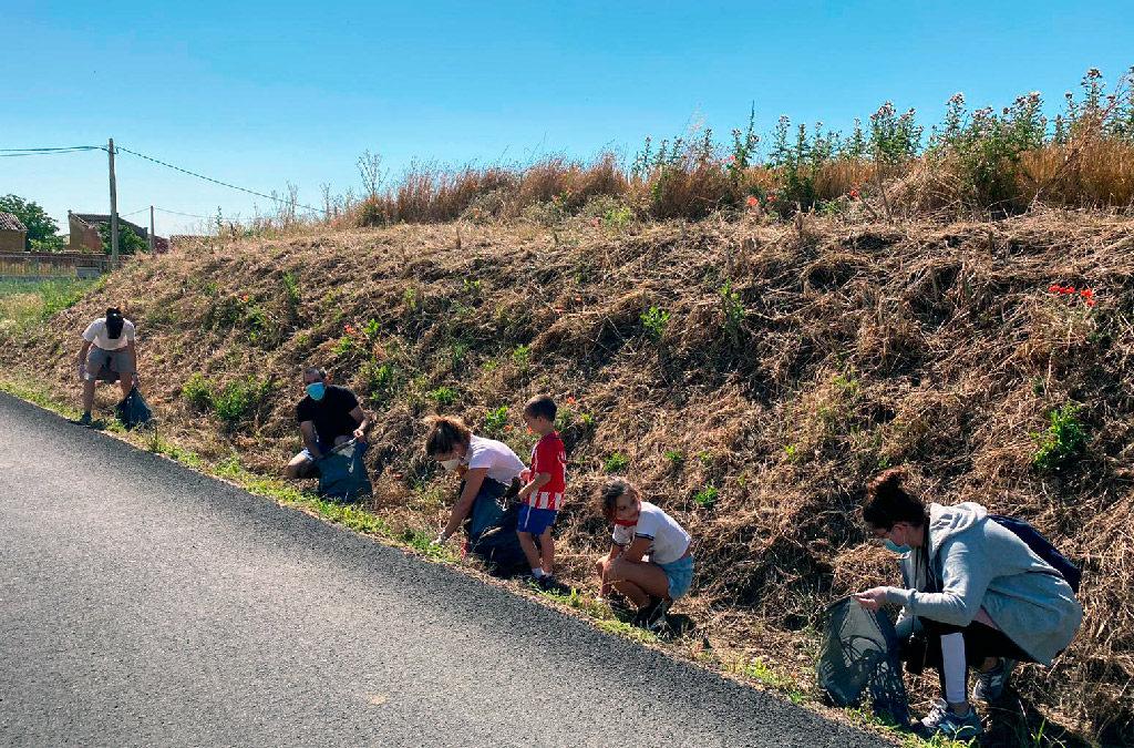 """Villaherreros elimina la """"basuraleza"""" de su entorno urbano"""