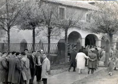 Entrada a la iglesia de San Román un día de eucaristía. / Foto cedida por: Carlos González